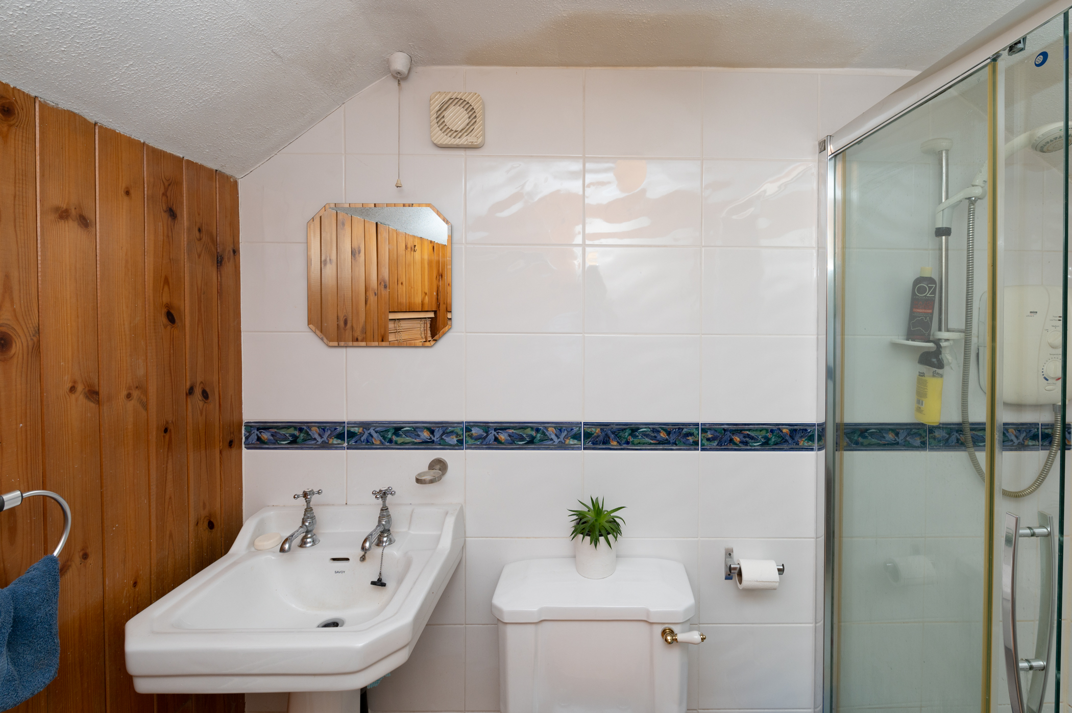https://kms-keanemahonysmith.s3.amazonaws.com/media/137__main_bathroom.jpg